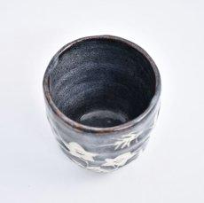 画像3: 鼠志野桔梗紋湯呑 (3)